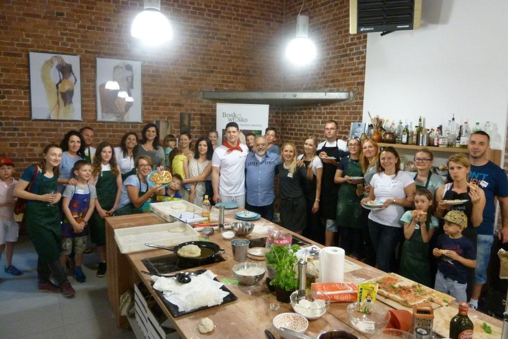 Warsztaty kulinarne - zdjęcie grupowe uczestników